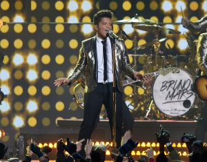 1391390683_bruno-mars-superbowl-halftime_2